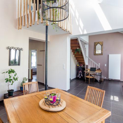 salon avec vide sur sejour renovation maison architecte à Nantes
